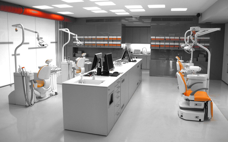 Καρέκλες & μηχανήματα στην αισθητική ορθοδοντική κλινική Σανούδος -Καπακιάν στη Γλυφάδα, Αθήνα